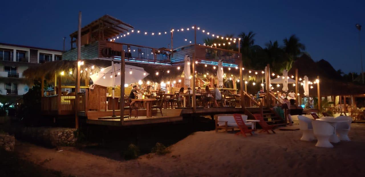 8 restaurantes de playa con ambiente 'surfer' y buena comida en Puerto Escondido