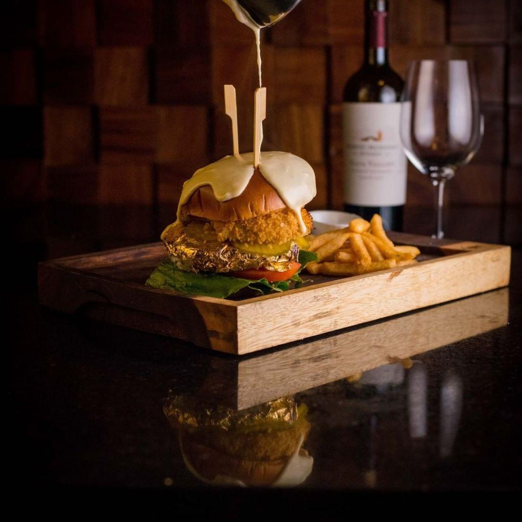 En este sofisticado restaurante de Polanco podrás comer una hamburguesa con carne envuelta en oro