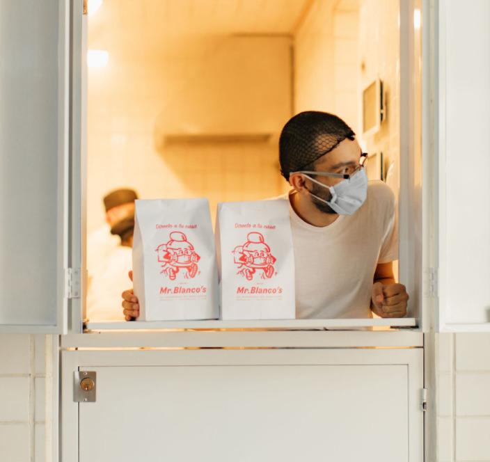 7 'spots' en la CDMX donde recibirás tus alimentos desde una encantadora ventanita