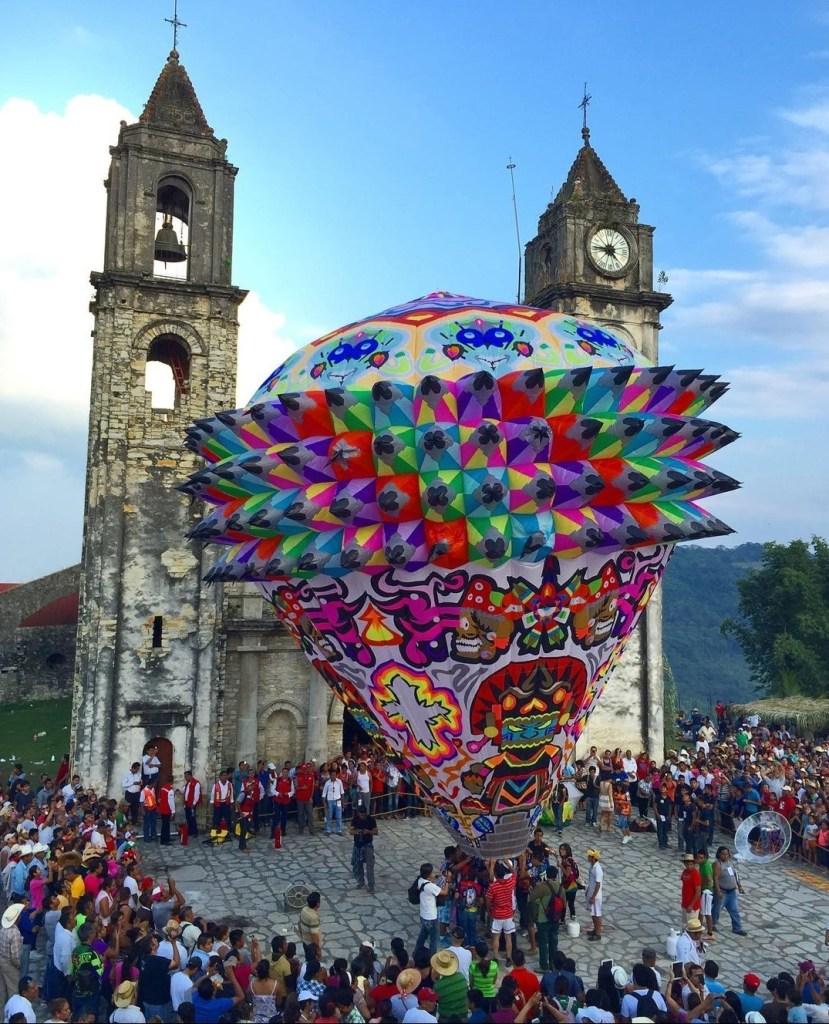 Zozocolco: el Pueblo Mágico con enormes globos de papel y la cascada más misteriosa