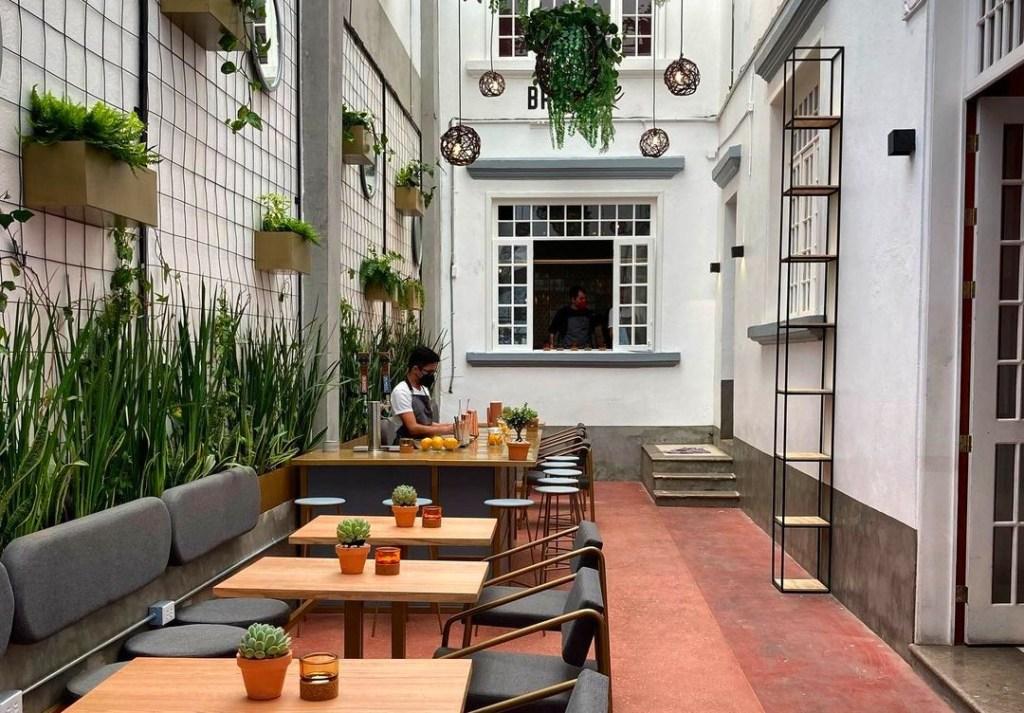 Casa Mila: el patio de la Roma que esconde una panadería increíble (ideal para apapacharte)