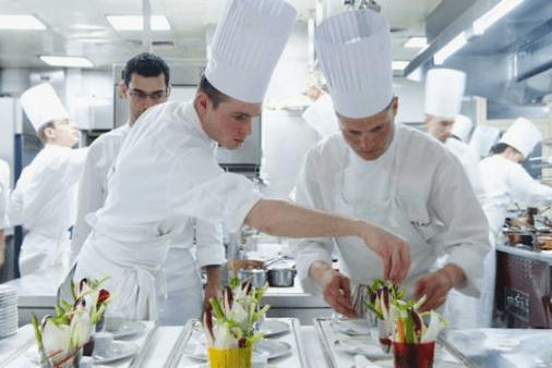 Cuisiniers et métiers de la Restauration classés comme métiers les plus pénible en France