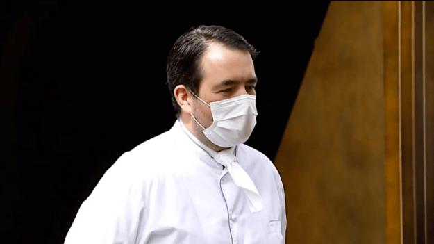 AXA : LA BÊTE NOIRE DES RESTAURATEURS – LE CHEF JEAN-FRANÇOIS PIÈGE DÉNONCE LEURS MÉTHODES