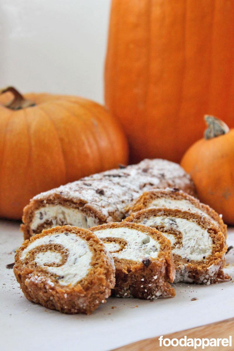Chocolate Stracciatella Cream Cheese Pumpkin Roll: Recipe and Tips for a Crack-Free Cake!