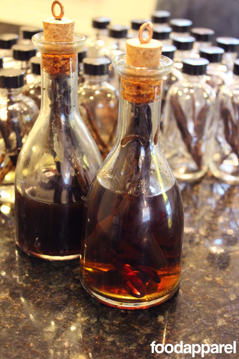 It's so easy to make your own vanilla extract! And it tastes waaaay better. Great gift idea. @foodapparel