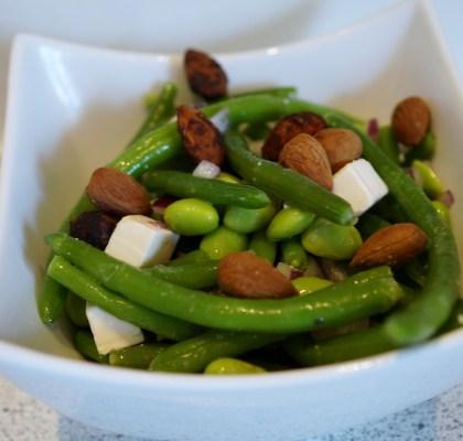 Bønnesalat med mandler og feta
