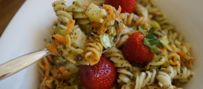 Pastasalat med Tangpesto og parmesanost