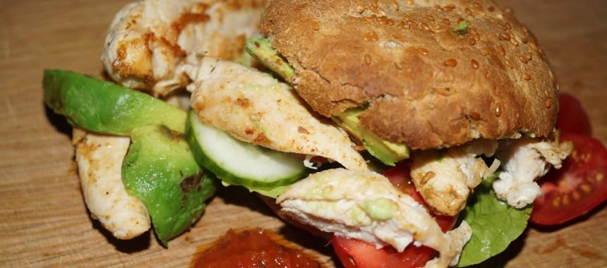 Burger med kylling i Peanut Butter og hjemmelavet salsa