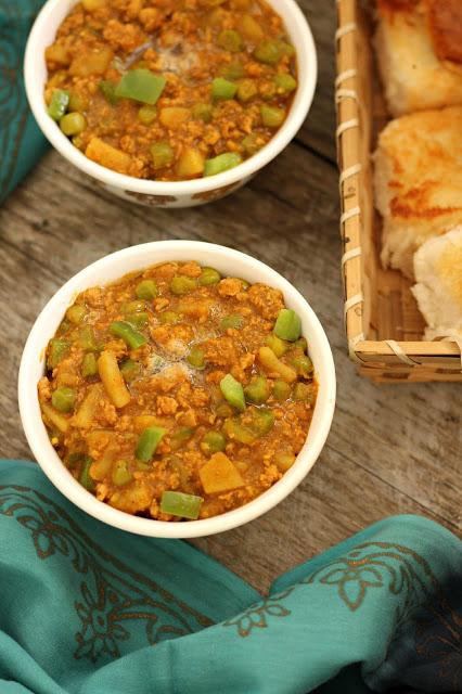 Chicken Kheema Pav Bhaji