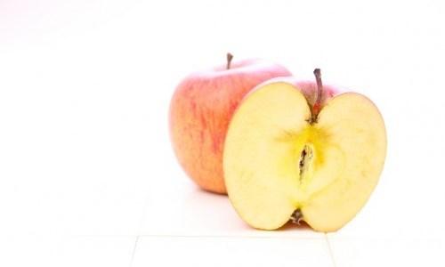 りんごの変色予防に塩水が効果的! その時の漬ける時間は何分?