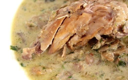 Rabbit with cream and mushrooms