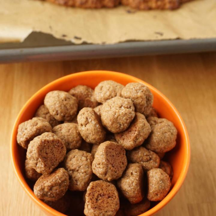 Pepernoten with speculaas spice mix