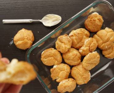 filled profiteroles with creme patissiere