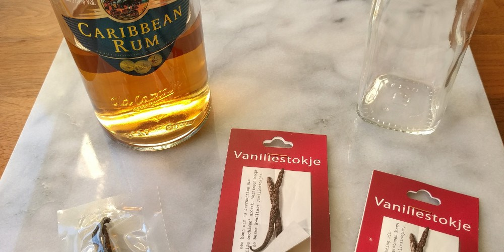 making-vanilla-extract-the-ingredients