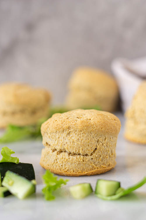 wholewheat biscuit with salad