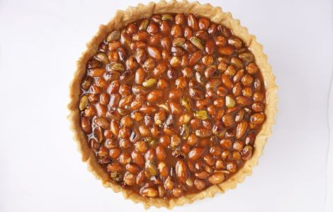 top view of nut caramel tart