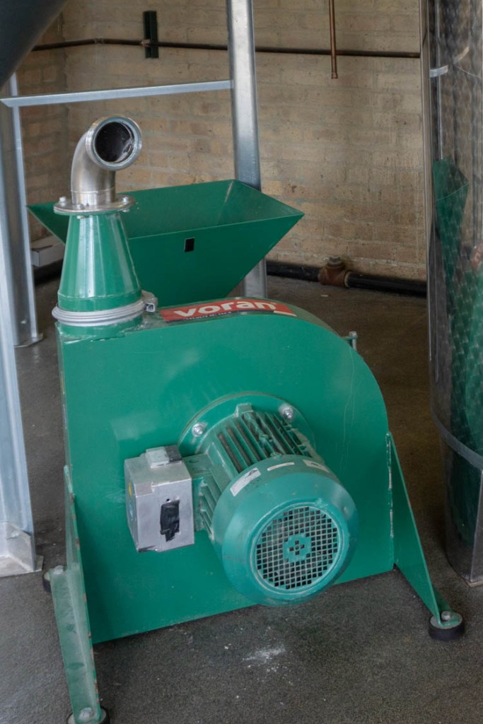 hammer mill for milling grains