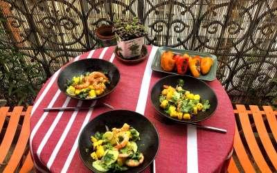 Salade de crevettes au sésame, mangue et coriandre