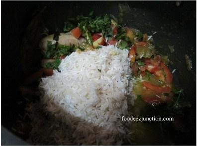 Tamatar Chicken Biryani Recipe foodeezjunction.com
