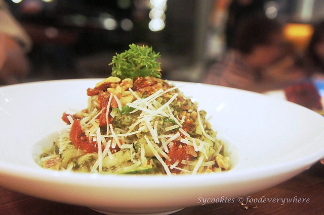 7.The Eight Avenue Restaurant and Bar Publika