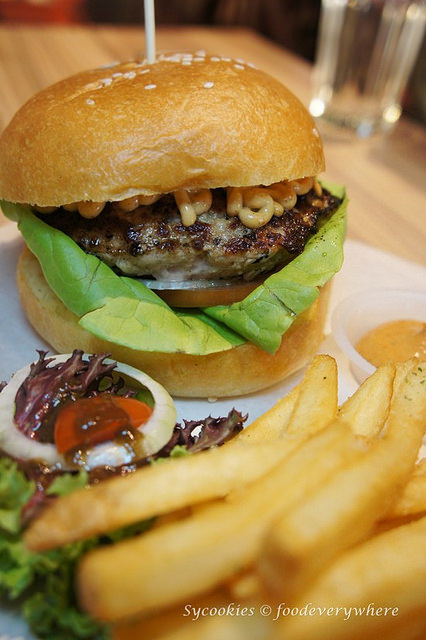 13.grind burger bar seksyen 19
