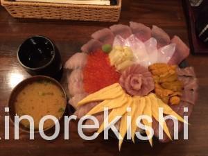 神田メガ盛り海鮮丼まぐろ亭超贅沢丼大盛り10
