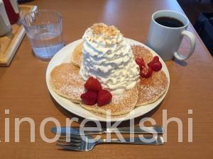 デカ盛りパンケーキEggs'n Thingsエッグスシングスラゾーナ川崎店有名人気行列ストロベリーホイップクリームコーヒー待ち時間15