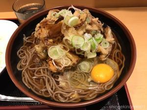 日本橋メガ盛りよもだそば巨大かき揚げ特大天玉そば蕎麦大盛りデカ盛り本格インドカレー生卵安い朝食インターナショナル銀座東京駅立ち食い20