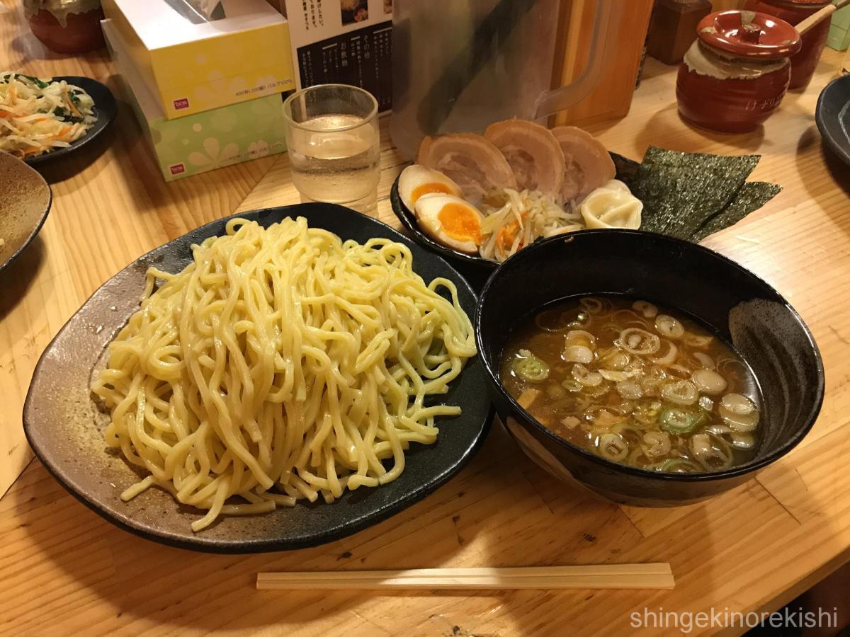 特盛つけ麺!秋葉原「やすべえ」で特製トッピング!中盛り・大盛り無料!