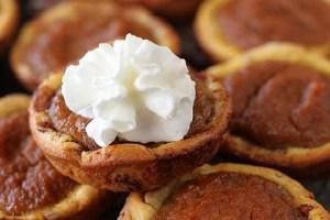 Cinnamon roll pumpkin pie bites