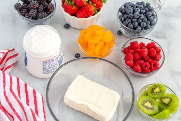 The ingredients needed to make the fruit pizza.