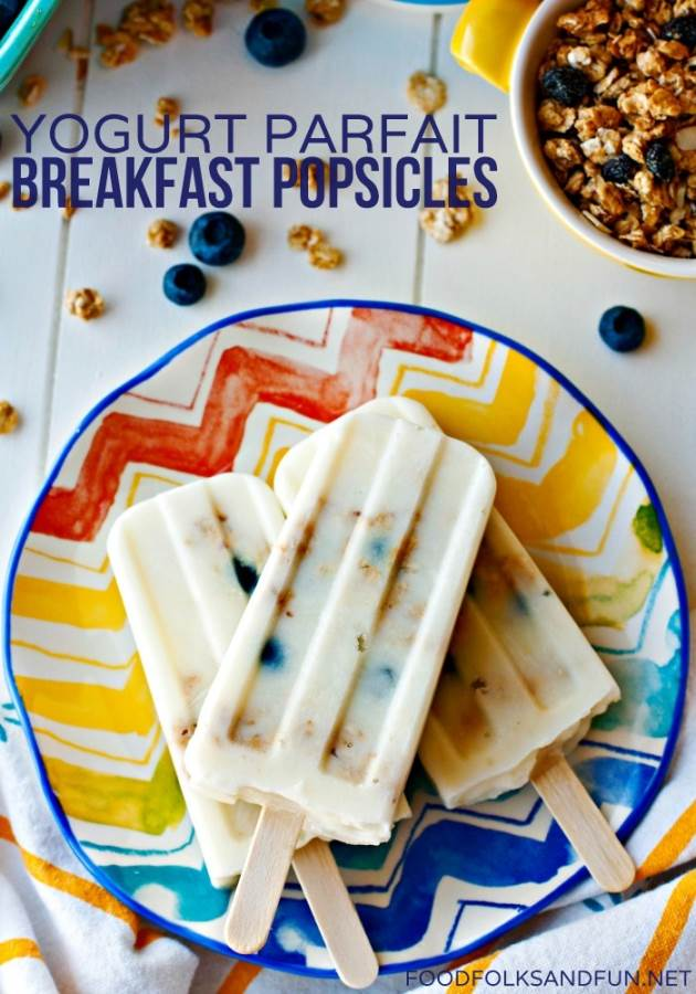 This Yogurt Parfait Breakfast Popsicles recipe is a quick, easy, and healthy breakfast that's great for on-the-go meals. Kids will love these! via @foodfolksandfun