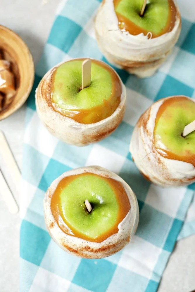 Apple Pie Caramel Apples on a blue and white checkered napkin.