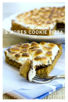 S'mores Cookie Pizza recipe – this pizza has a graham cracker cookie crust, melted milk chocolate, and toasted marshmallows. #smorefun #smores