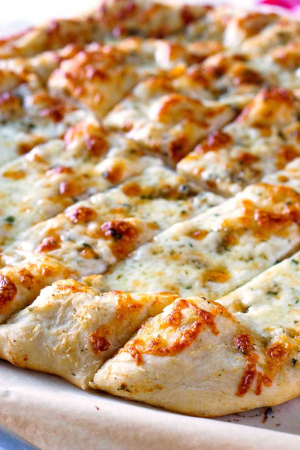 Delicious Garlic Cheese Breadsticks