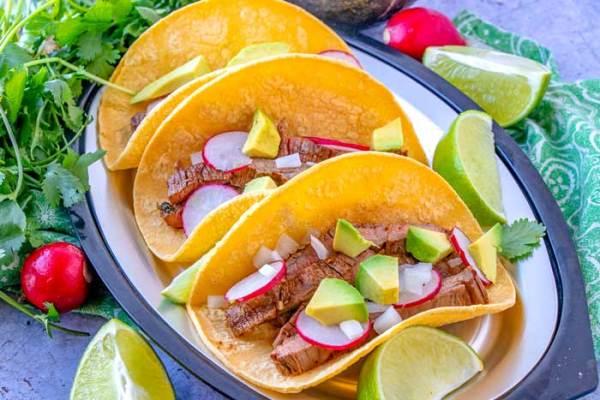Tacos de carne asada on a plate.