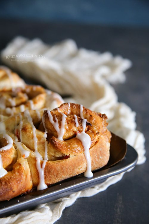 carrot cake cinnamon rolls that can be made in 1 hour.