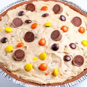 A close up picture of the finished Reese's Pie.