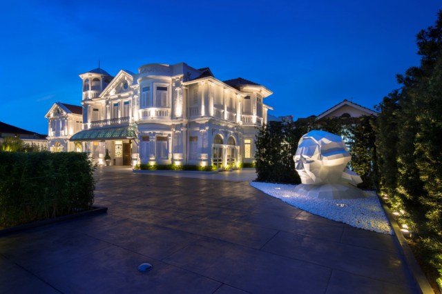 Driveway - Macalister Mansion - Food For Thought