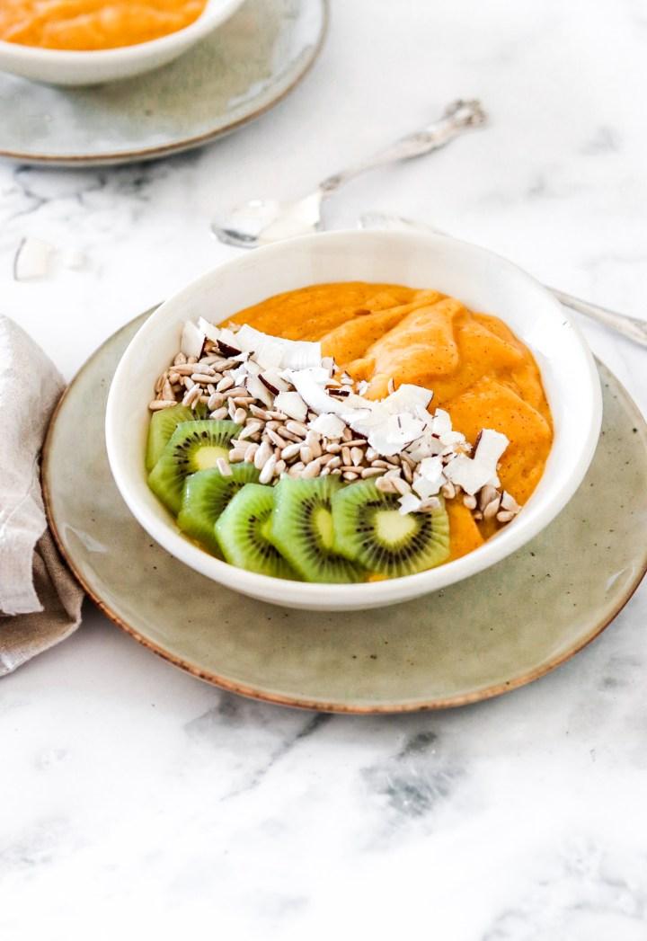 Mango, Peach & Kiwi Smoothie Bowl