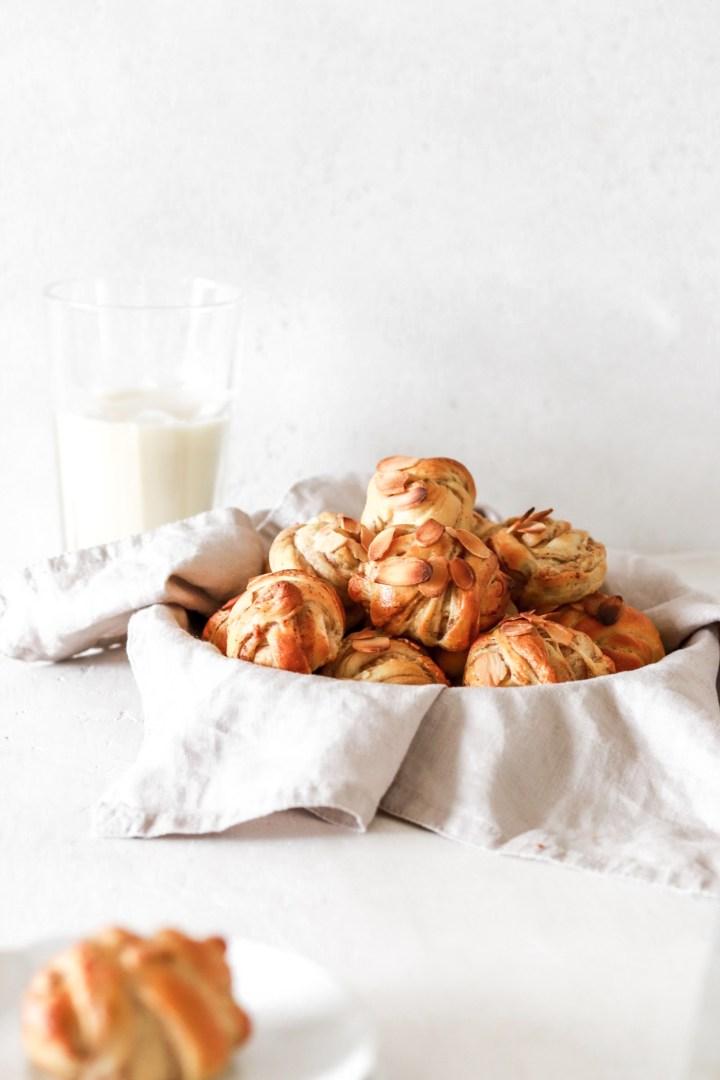 Healthier Swedish Cinnamon Buns/Kanelbullar (Gluten & Sugar Free)