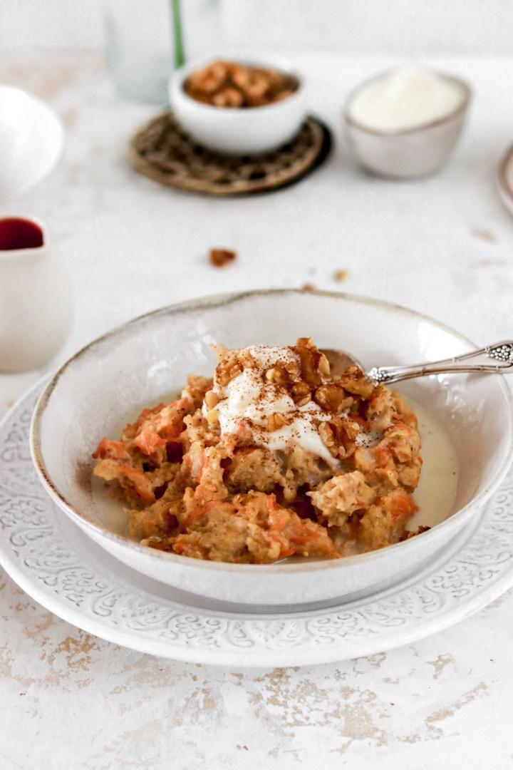 Carrot Cake Oatmeal (Vegan, Gluten, Dairy & Sugar Free)