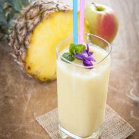 Quick And Easy: Pineapple And Oat Smoothie
