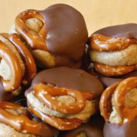 Chocolate & Peanut Butter Pretzel Sandwiches