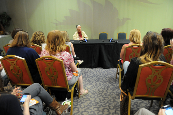 Jane Goodall with bloggers