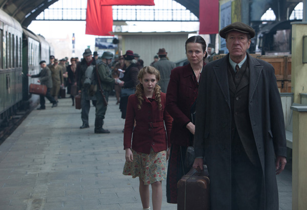 Liesel (Sophie Nélisse) meets her new foster parents, Hans (Geoffrey Rush) and Rosa (Emily Watson).