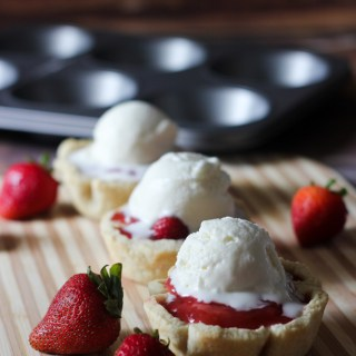Strawberry Mini Pies #SummerSundae