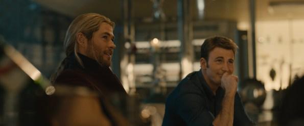 Marvel's Avengers: Age Of Ultron. L to R: Thor (Chris Hemsworth) and Steve Rogers/Captain America (Chris Evans)   Photo credit: Marvel