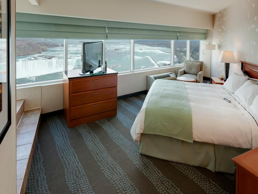 radisson-hotel-fallsview-niagara-falls-king_whirlpool_2655x2000