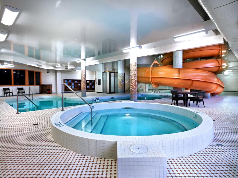 radisson hotel saskatoon_pool_2100x1575-1
